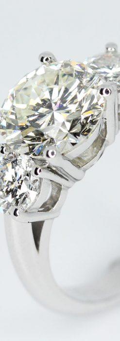 3石のダイヤモンドと18金の指輪-A0203-11