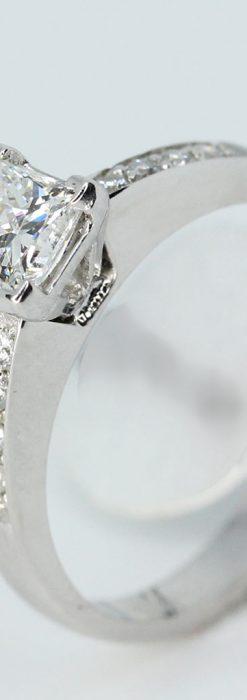 プリンセスカットのダイヤモンドと18金の指輪-A0225-3