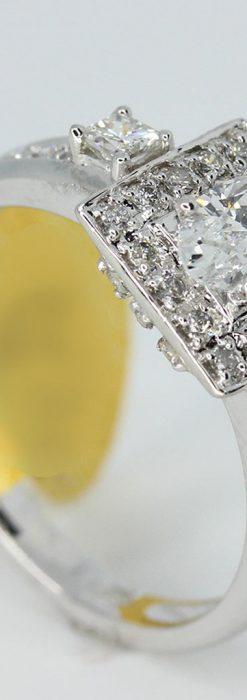 オーバルのダイヤモンドと18金の指輪-A0227-2