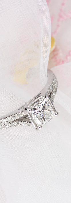 33石プリンセスカットのダイヤモンド・18金リング-A0237-1