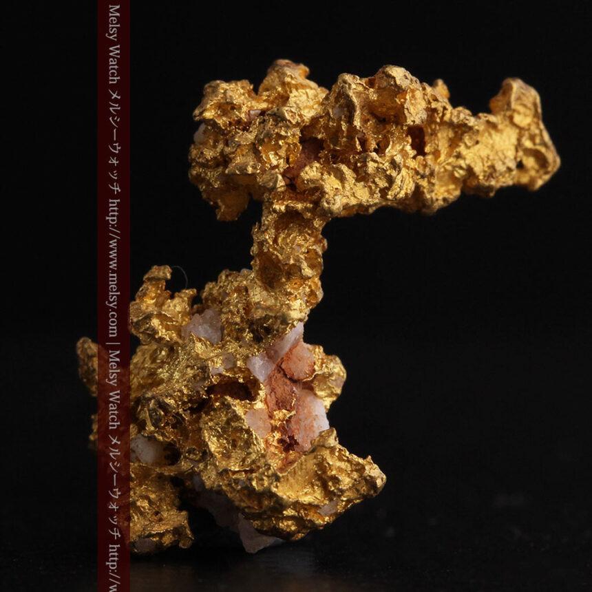 3.95gの恐竜・犬のような形の自然金-A0269-1