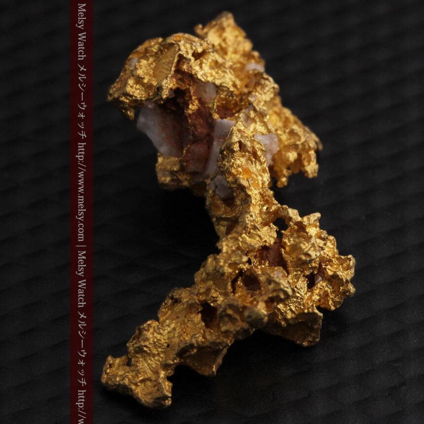 3.95gの恐竜・犬のような形の自然金-A0269-11