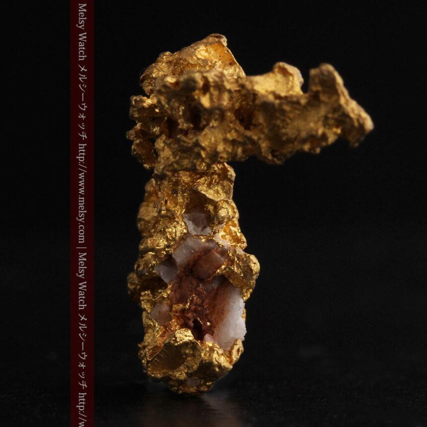 3.95gの恐竜・犬のような形の自然金-A0269-3