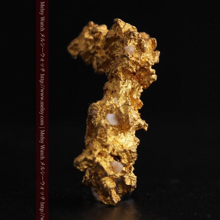 3.95gの恐竜・犬のような形の自然金-A0269-4