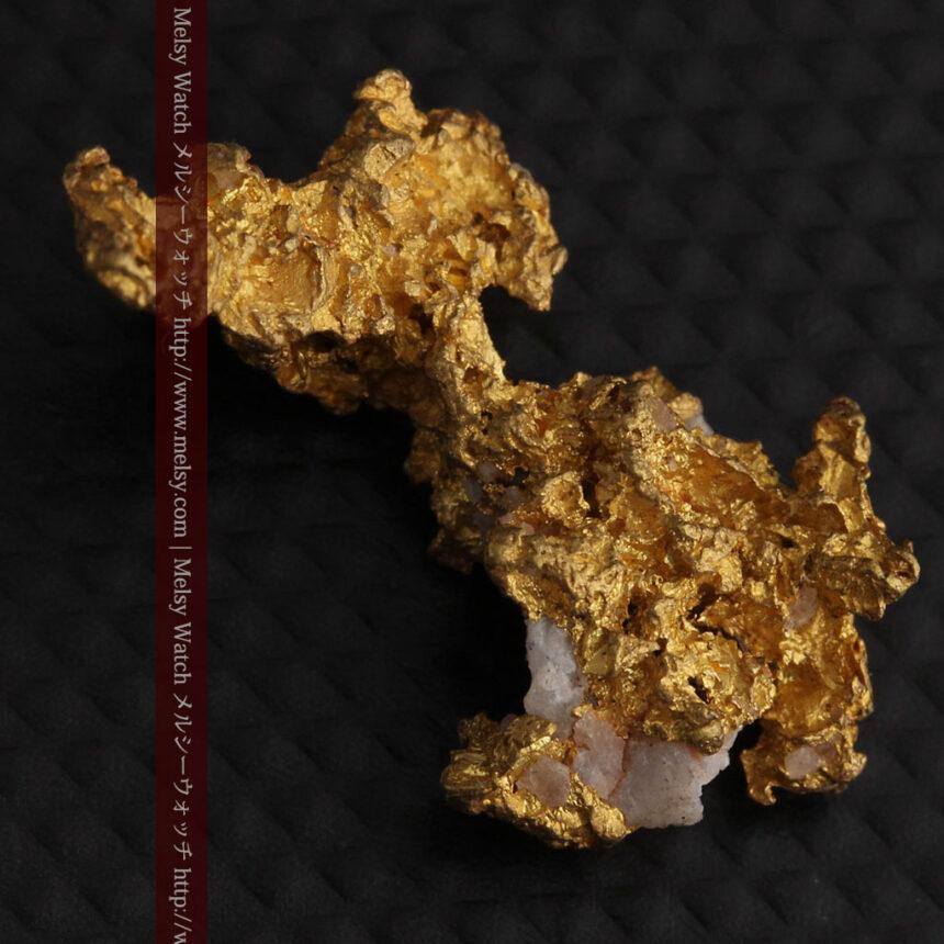 3.95gの恐竜・犬のような形の自然金-A0269-5