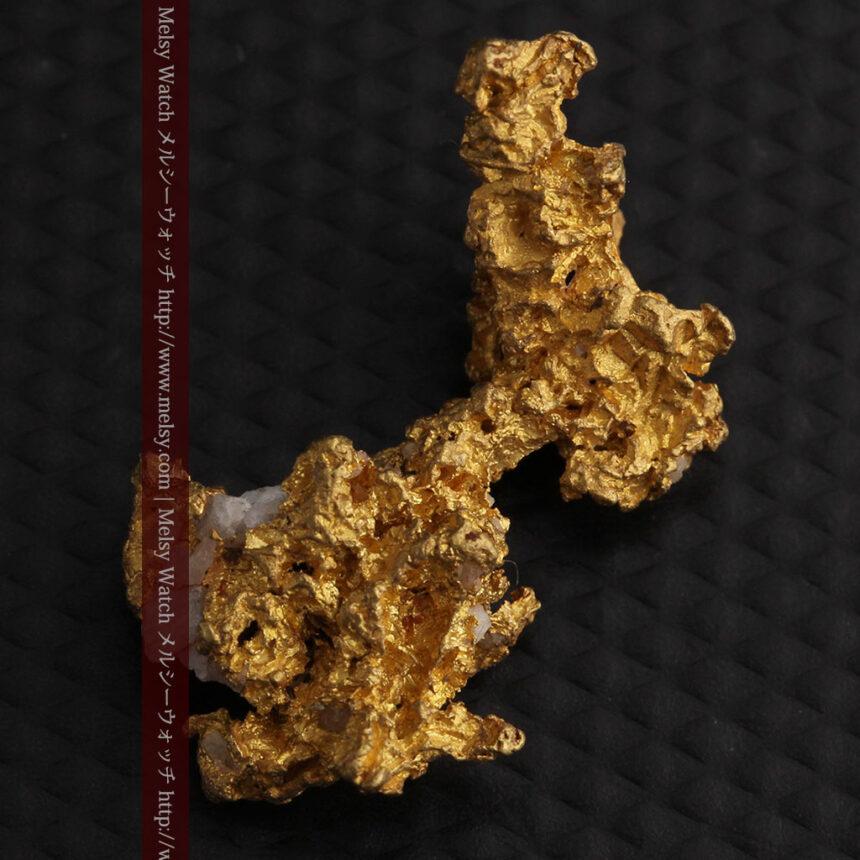 3.95gの恐竜・犬のような形の自然金-A0269-6