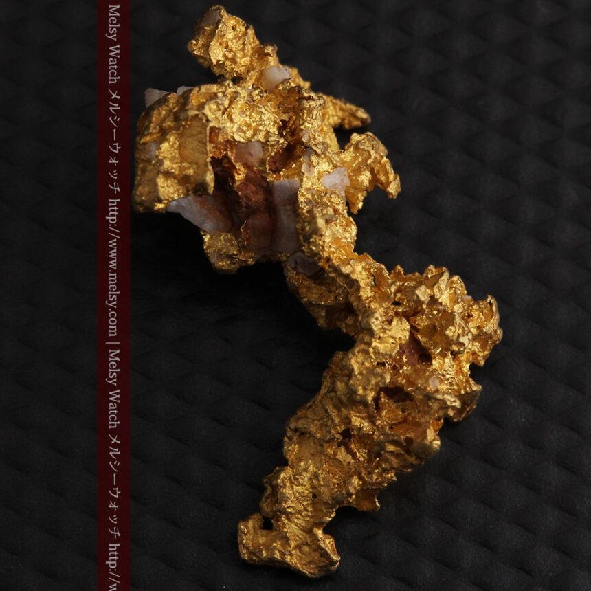3.95gの恐竜・犬のような形の自然金-A0269-7