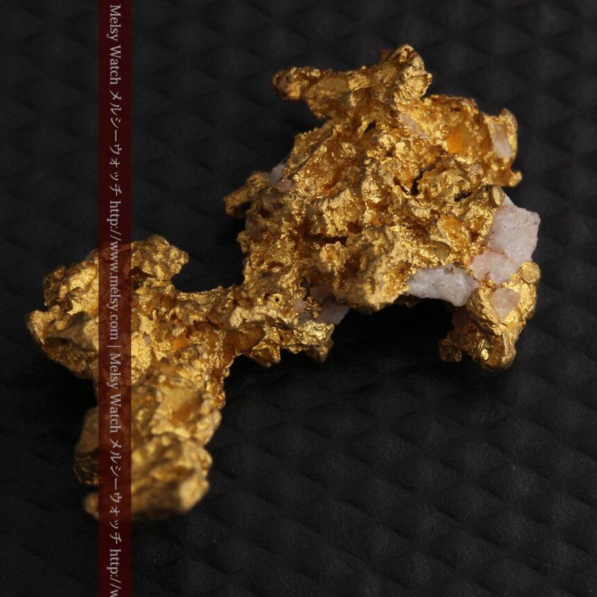 3.95gの恐竜・犬のような形の自然金-A0269-8