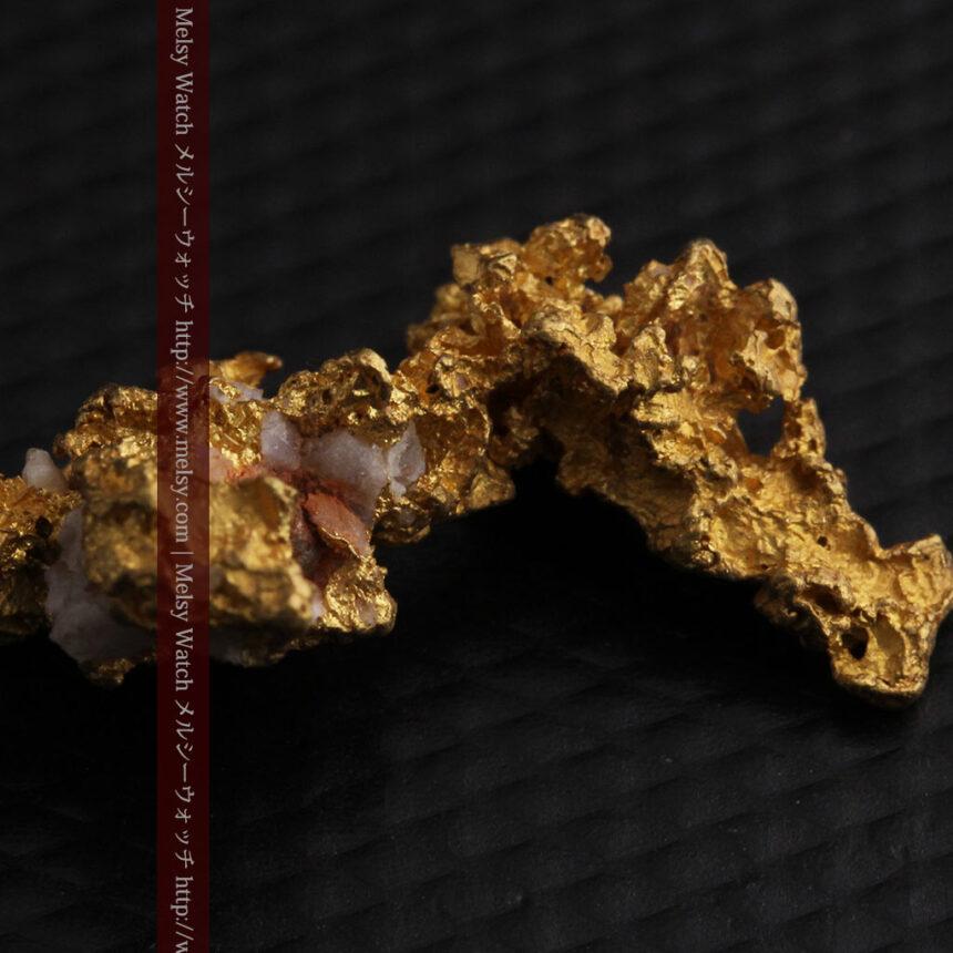 3.95gの恐竜・犬のような形の自然金-A0269-9