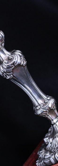 英国ビクトリア朝期の重厚な銀無垢アンティーク燭台1対2本【1900年~1903年頃】-A0271-2
