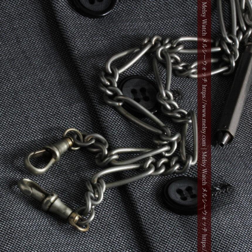 くすんだ銀色のアンティーク懐中時計チェーン 鍵巻き付き-C0458-10