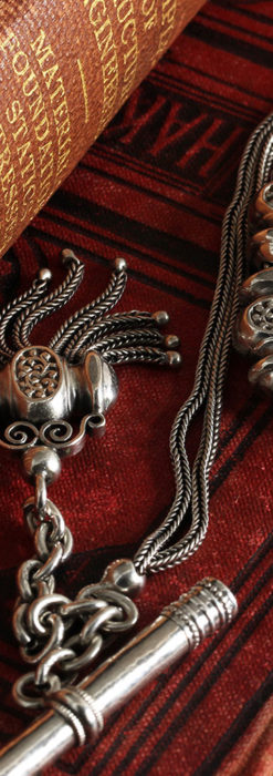 三つ揃いの飾りが映える 銀無垢アンティーク懐中時計チェーン-C0471-7