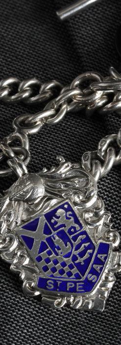 二股の銀無垢アンティーク懐中時計チェーン 騎士と青い盾飾り 【1922年頃】-C0473-1