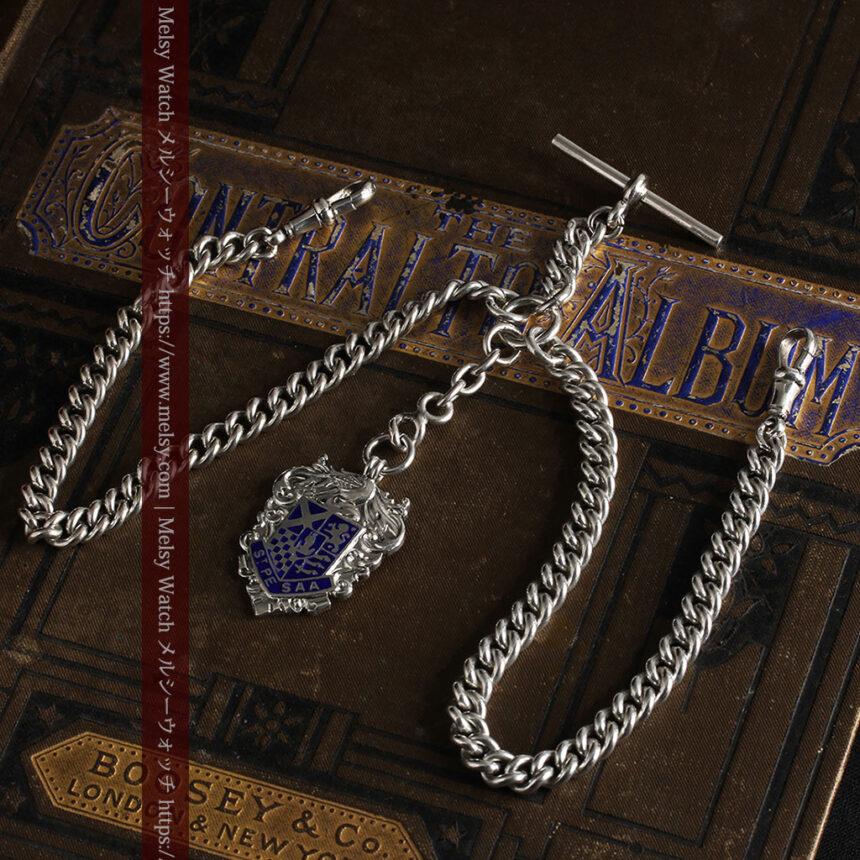 二股の銀無垢アンティーク懐中時計チェーン 騎士と青い盾飾り 【1922年頃】-C0473-10