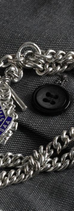 二股の銀無垢アンティーク懐中時計チェーン 騎士と青い盾飾り 【1922年頃】-C0473-2