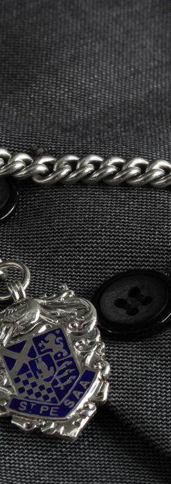 二股の銀無垢アンティーク懐中時計チェーン 騎士と青い盾飾り 【1922年頃】-C0473-4