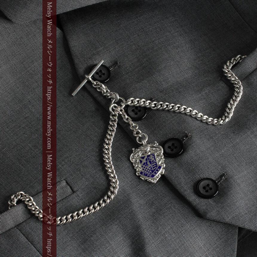 二股の銀無垢アンティーク懐中時計チェーン 騎士と青い盾飾り 【1922年頃】-C0473-5