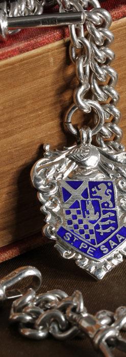 二股の銀無垢アンティーク懐中時計チェーン 騎士と青い盾飾り 【1922年頃】-C0473-7