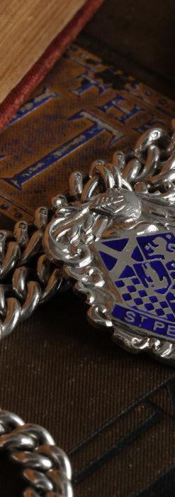 二股の銀無垢アンティーク懐中時計チェーン 騎士と青い盾飾り 【1922年頃】-C0473-8