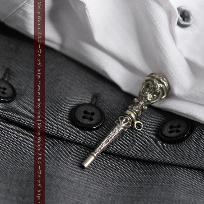 銀無垢の装飾の綺麗なアンティーク鍵巻き-C0476-2