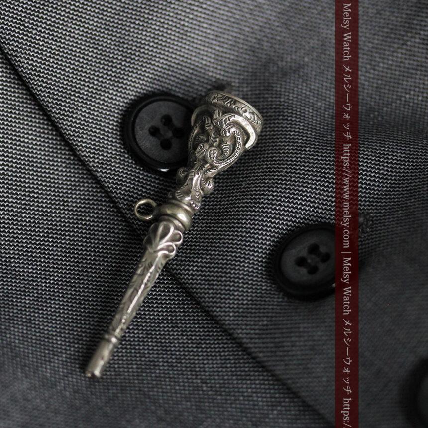 銀無垢の装飾の綺麗なアンティーク鍵巻き-C0476-3