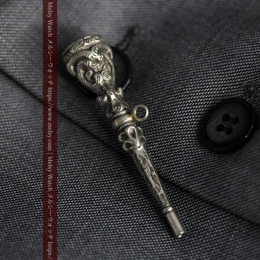 銀無垢の装飾の綺麗なアンティーク鍵巻き-C0476-4