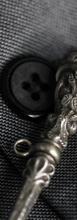 銀無垢の装飾の綺麗なアンティーク鍵巻き-C0476-7