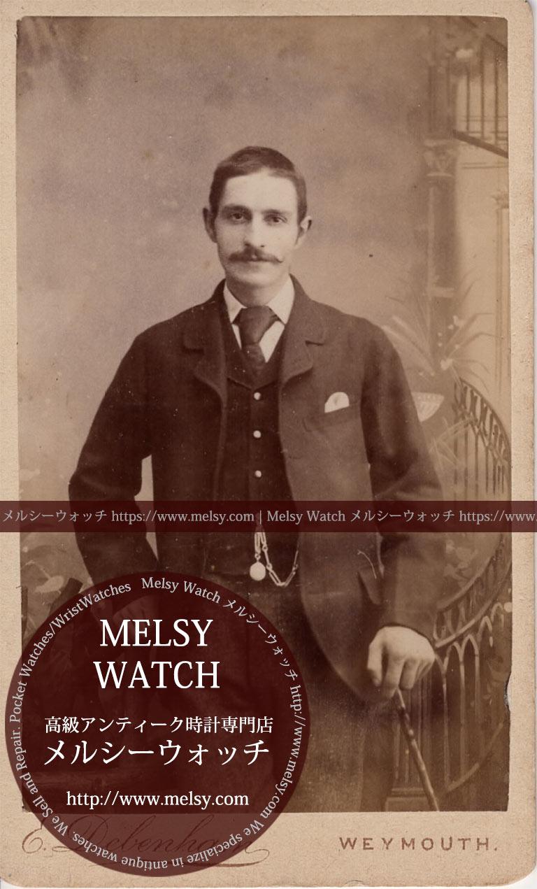 階段の前に立つダンディな髭の男性 【1900年頃】 懐中時計チェーン-I4072