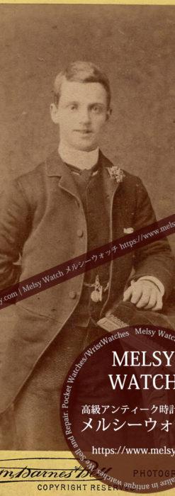 片手を後ろに回す青年紳士 【1900年頃】 懐中時計チェーン