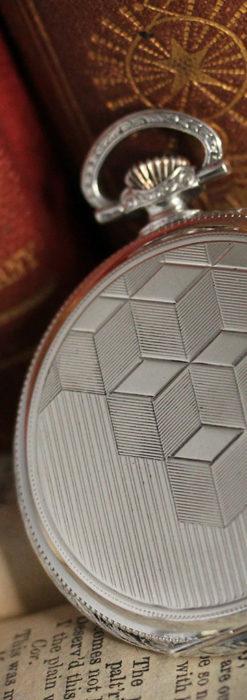 オメガの幾何学デザインのお洒落な銀無垢アンティーク懐中時計 【1934年製】-P2270-2