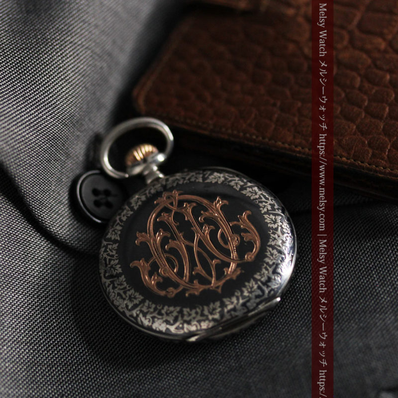 黒金装飾と彫りが美しいロンジンの銀無垢アンティーク懐中時計 【1905年製】革紐付き-P2274-1