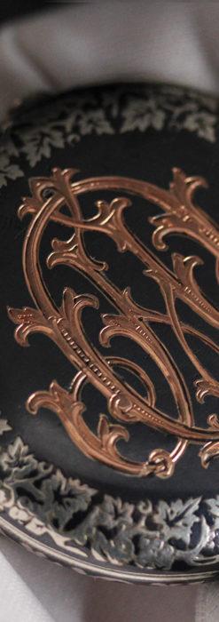 黒金装飾と彫りが美しいロンジンの銀無垢アンティーク懐中時計 【1905年製】革紐付き-P2274-10