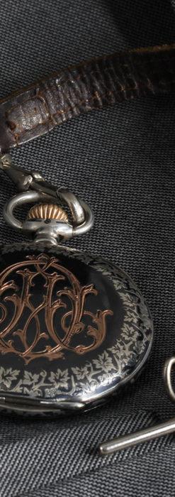 黒金装飾と彫りが美しいロンジンの銀無垢アンティーク懐中時計 【1905年製】革紐付き-P2274-15