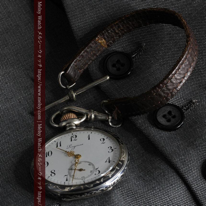 黒金装飾と彫りが美しいロンジンの銀無垢アンティーク懐中時計 【1905年製】革紐付き-P2274-18
