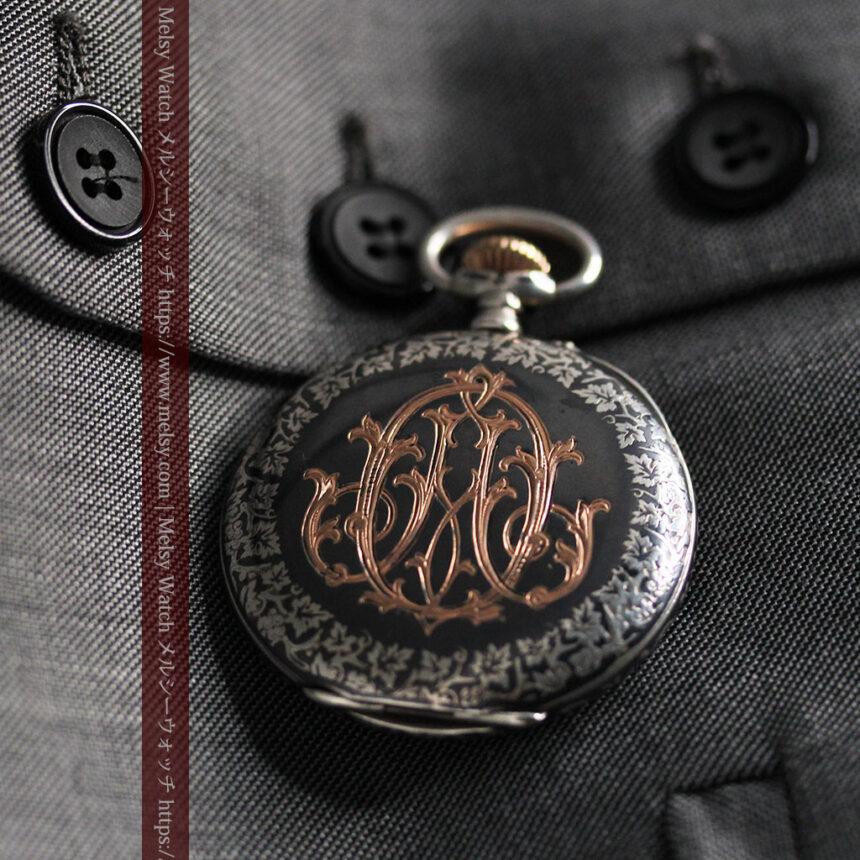 黒金装飾と彫りが美しいロンジンの銀無垢アンティーク懐中時計 【1905年製】革紐付き-P2274-2