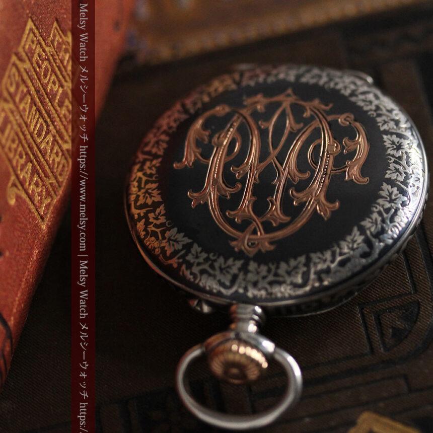 黒金装飾と彫りが美しいロンジンの銀無垢アンティーク懐中時計 【1905年製】革紐付き-P2274-5