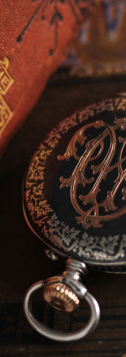 黒金装飾と彫りが美しいロンジンの銀無垢アンティーク懐中時計 【1905年製】革紐付き-P2274-6