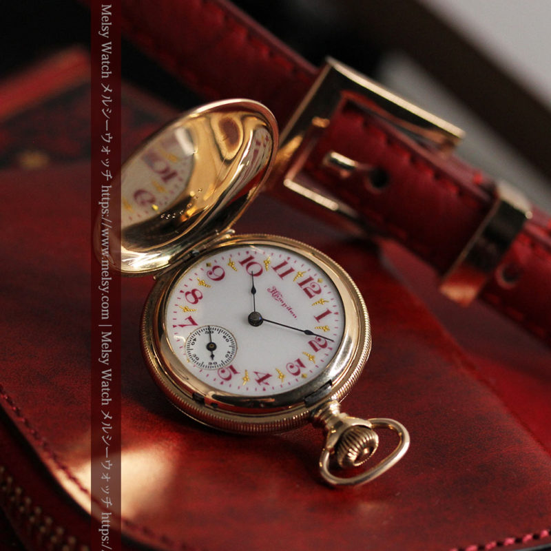 ワインレッドと金彩装飾 ハンプデンのアンティーク懐中時計 【1908年製】-P2288-1