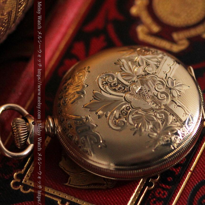 ワインレッドと金彩装飾 ハンプデンのアンティーク懐中時計 【1908年製】-P2288-10