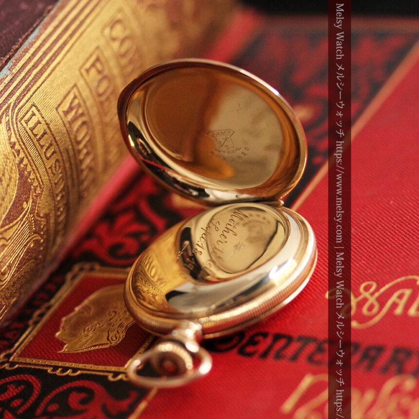 ワインレッドと金彩装飾 ハンプデンのアンティーク懐中時計 【1908年製】-P2288-14
