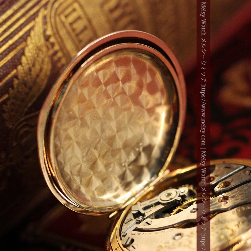 ワインレッドと金彩装飾 ハンプデンのアンティーク懐中時計 【1908年製】-P2288-16