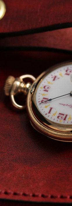 ワインレッドと金彩装飾 ハンプデンのアンティーク懐中時計 【1908年製】-P2288-3