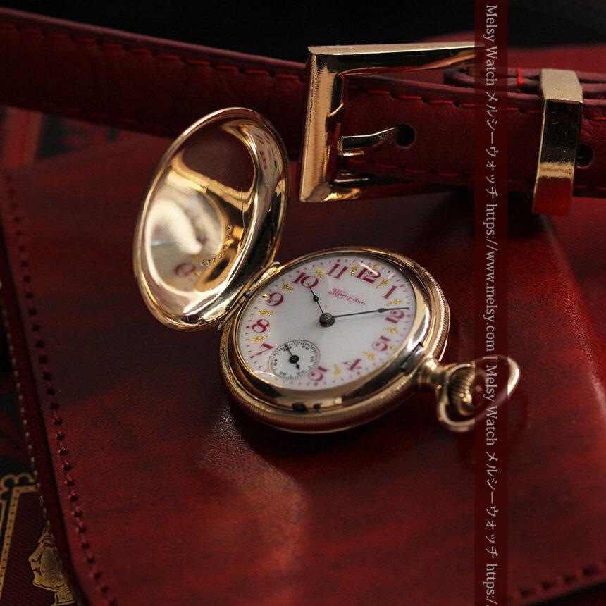 ワインレッドと金彩装飾 ハンプデンのアンティーク懐中時計 【1908年製】-P2288-5