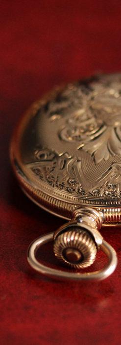 ワインレッドと金彩装飾 ハンプデンのアンティーク懐中時計 【1908年製】-P2288-7