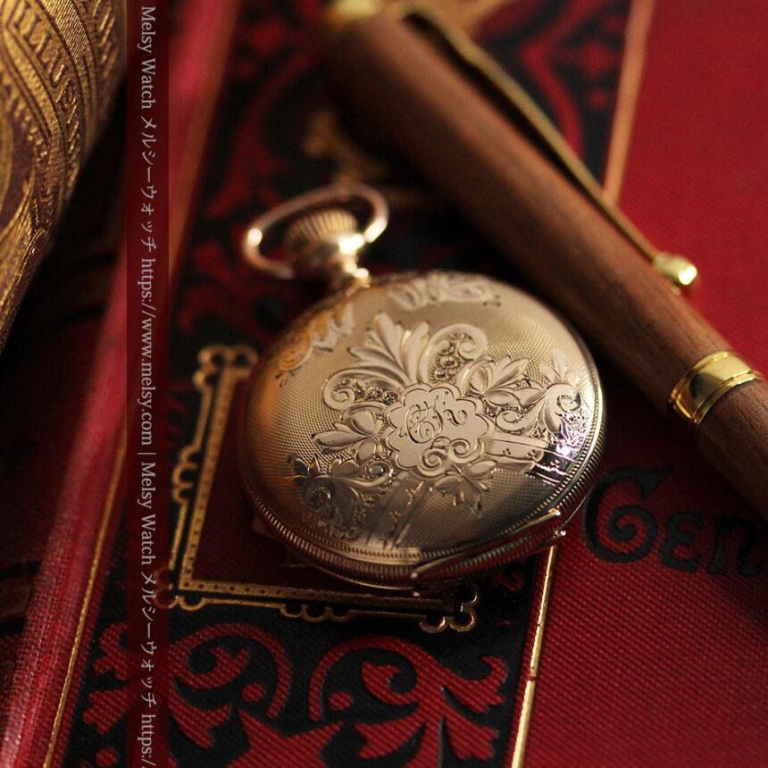 ワインレッドと金彩装飾 ハンプデンのアンティーク懐中時計 【1908年製】-P2288-9