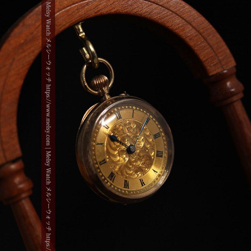 装飾の綺麗なスイス製の金無垢アンティーク懐中時計 【1913年製】-P2295-11
