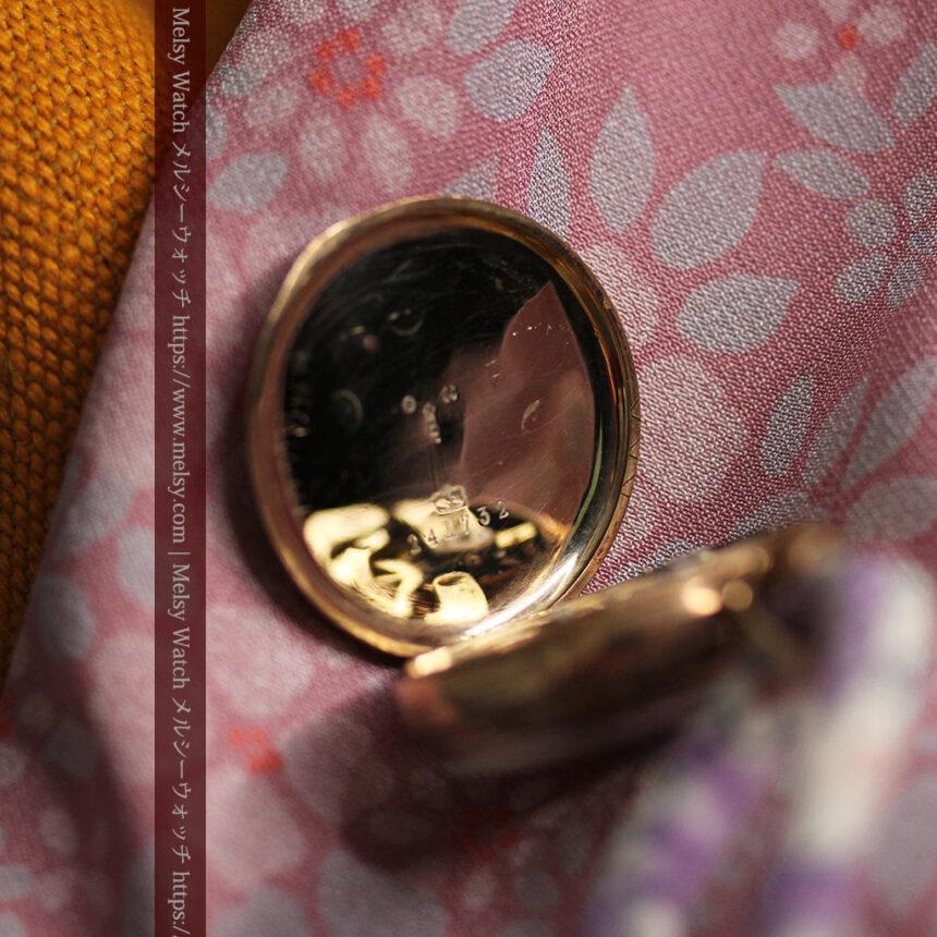 装飾の綺麗なスイス製の金無垢アンティーク懐中時計 【1913年製】-P2295-12