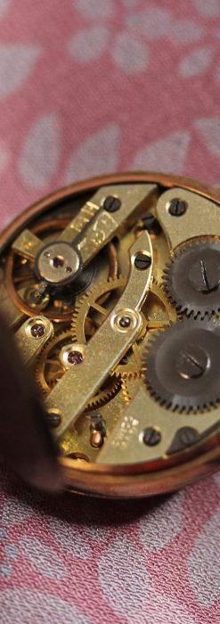 装飾の綺麗なスイス製の金無垢アンティーク懐中時計 【1913年製】-P2295-13