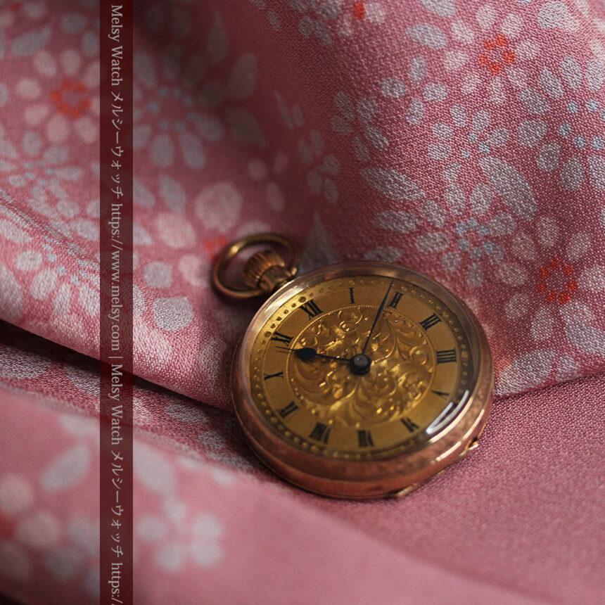 装飾の綺麗なスイス製の金無垢アンティーク懐中時計 【1913年製】-P2295-5