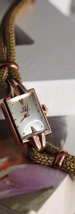 オメガ 金無垢ローズゴールドの女性用アンティーク腕時計 【1946年製】箱付き-W1186-1